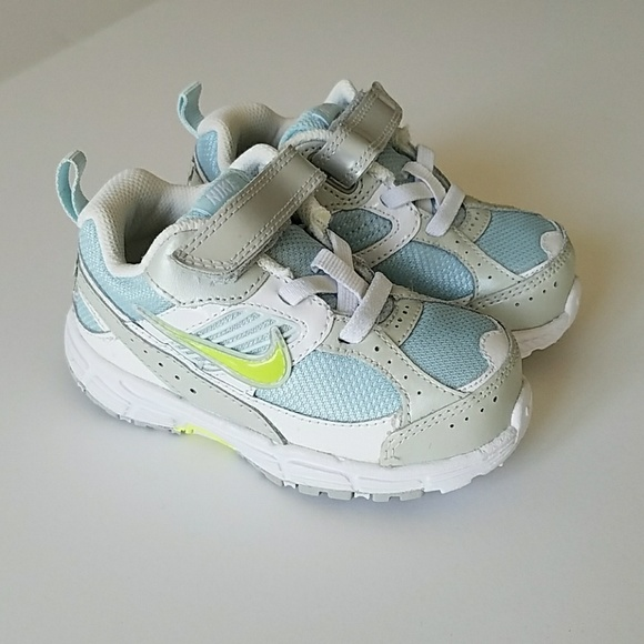 3063c82aac0 NWT Infant Nike Sneakers (Size 7c)